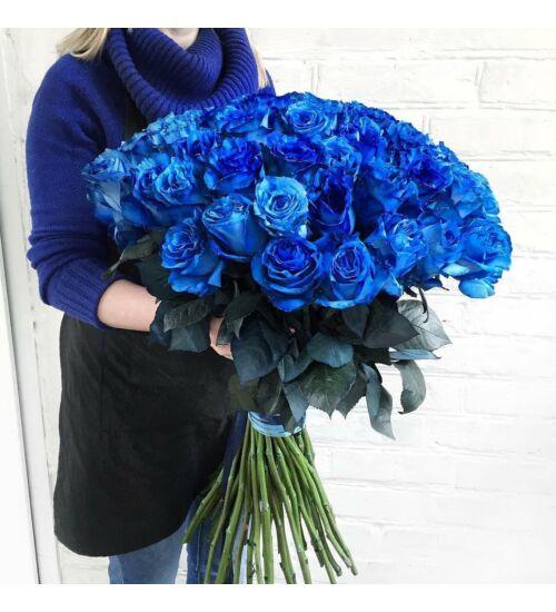 Kék rózsa kötegben