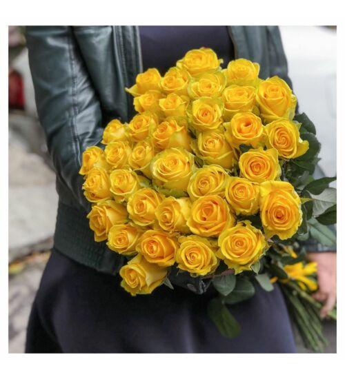 Sárga rózsa kötegben